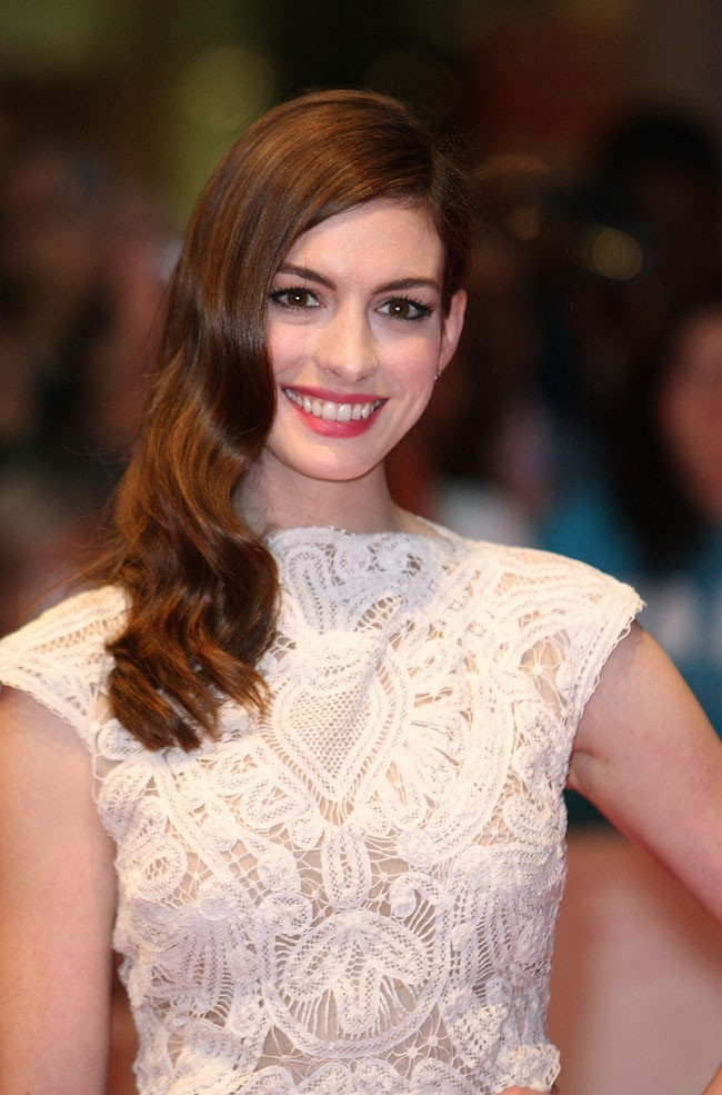 Anne Hathaway rapporte 45.67 dollars
