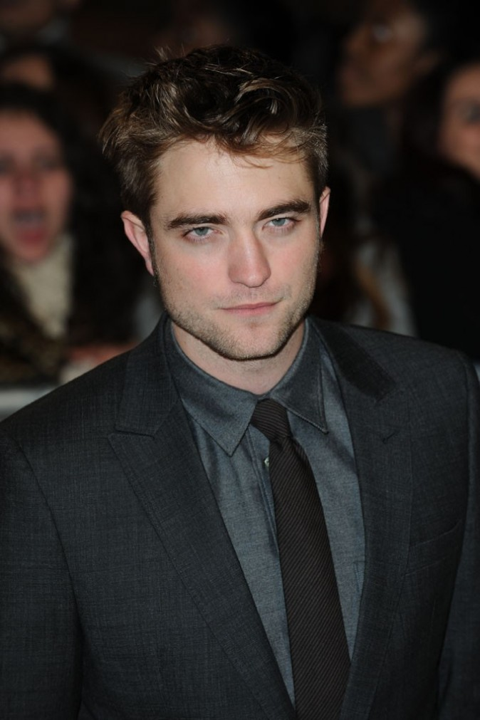Robert Pattinson rapporte 39.43 dollars