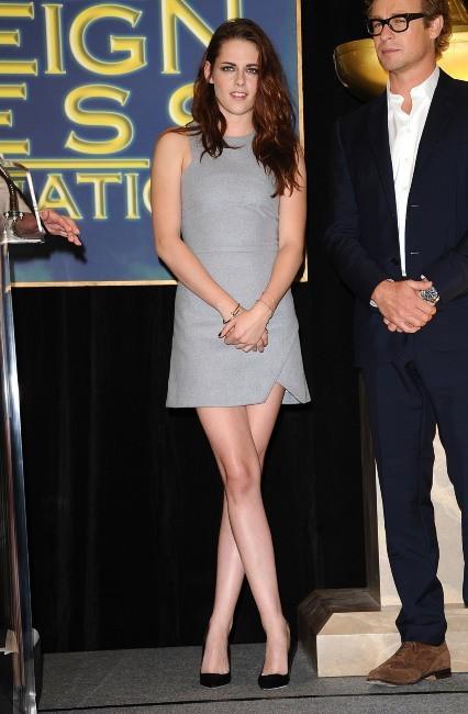Kristen Stewart et Simon Baker lors de la conférence de presse Cecil B. DeMille Award à Beverly Hills, le 1er novembre 2012.