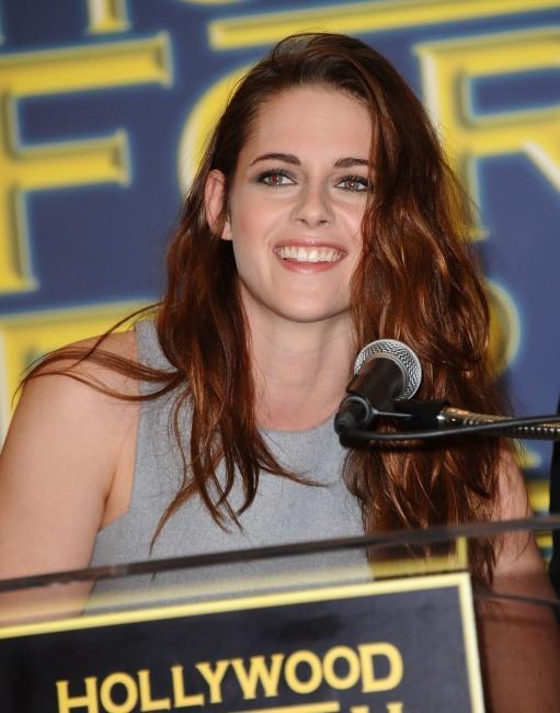 Kristen Stewart lors de la conférence de presse Cecil B. DeMille Award à Beverly Hills, le 1er novembre 2012.