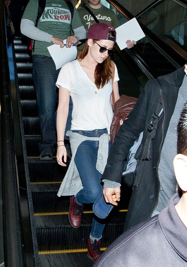 Kristen Stewart à son arrivée à l'aéroport de Los Angeles le 12 janvier 2013