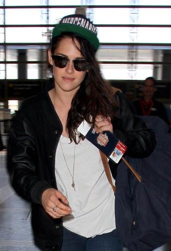 Kristen Stewart à l'aéroport de Los Angeles le 19 août 2013