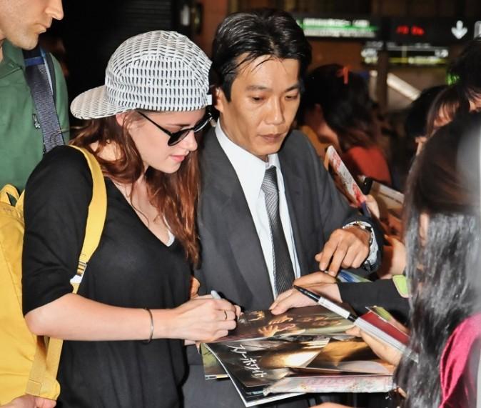 Kristen Stewart à l'aéroport Narita de Tokyo le 22 octobre 2012