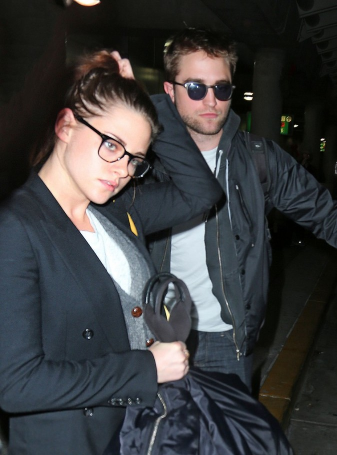 Kristen Stewart et Robert Pattinson à l'aéroport JFK à New York, le 23 novembre 2012.