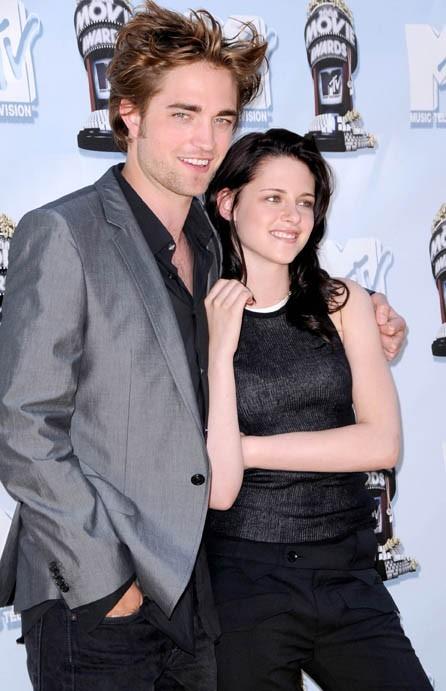 Une de ses premières poses avec Roebrt Pattinson !