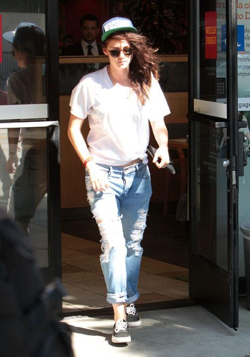 Kristen Stewart à la sortie de sa banque, à Los Angeles, le 15 août 2013