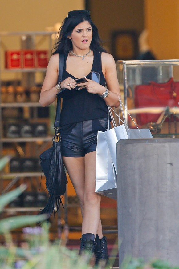 Kylie Jenner en virée shopping à Topanga le 18 septembre 2013