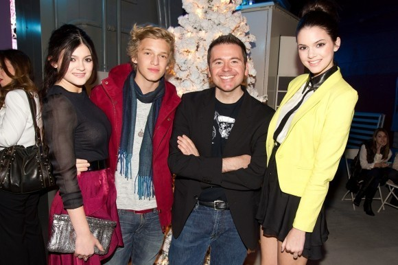 Kylie Jenner, Cody Simpson et Kendall Jenner lors de la soirée Popstar! Magazine Break-Through Artists of 2011, le 7 décembre 2011 à Los Angeles.