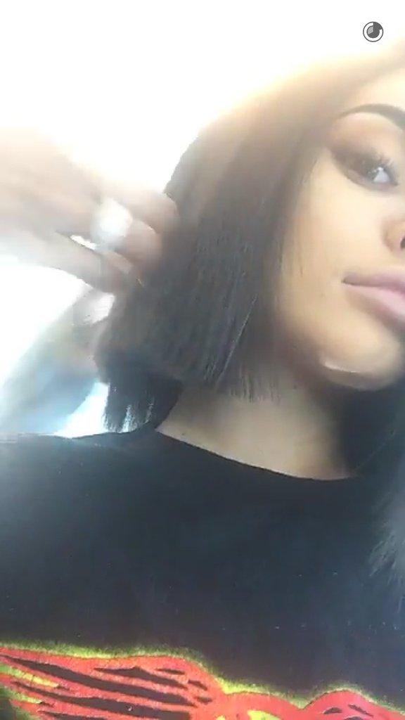 Kylie Jenner en train de se faire couper les cheveux