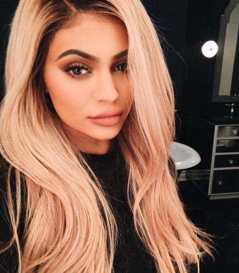 Photos : Kylie Jenner change (encore) de tête !
