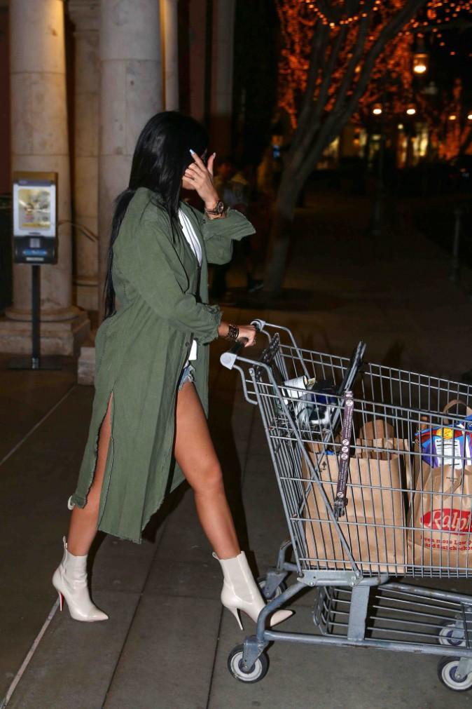 Kylie Jenner : elle se la joue ultra sexy pour faire ses courses !