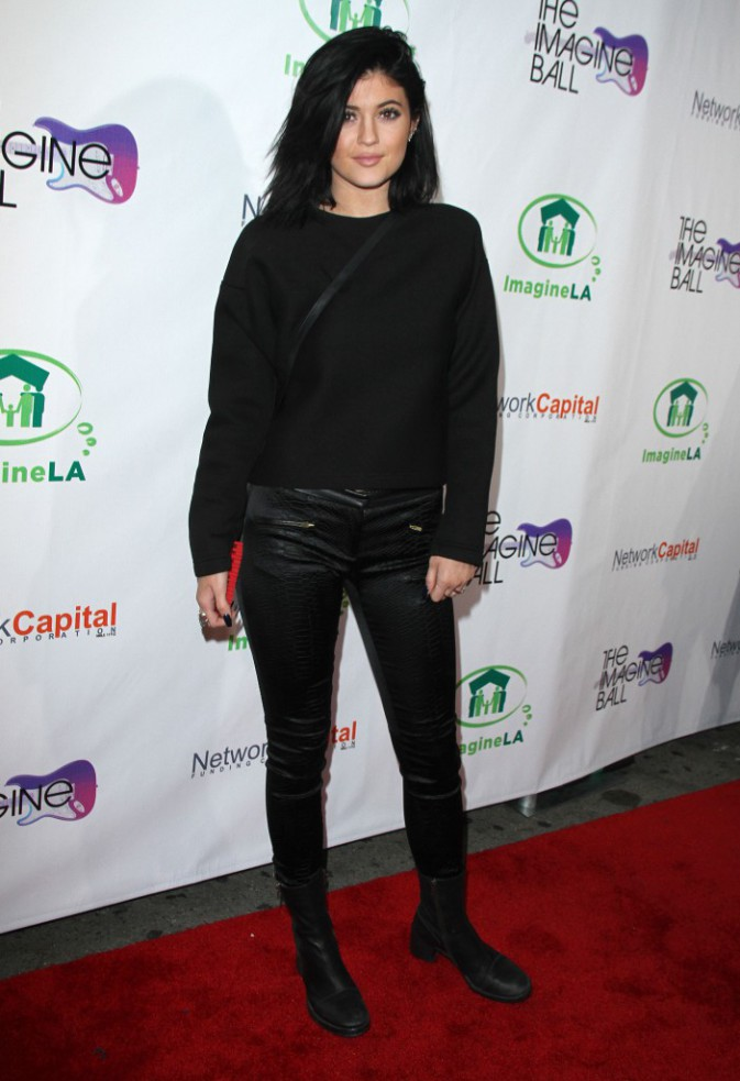 "Kylie Jenner arbore un look casual à l'occasion de la soirée ""The Imagine Ball"", à Los Angeles le 6 août"