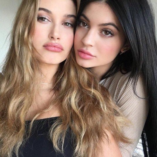 Kylie Jenner et Hailey Baldwin, plus proches que jamais !