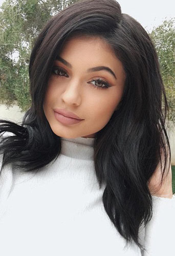 Kylie Jenner prend une pose selfie