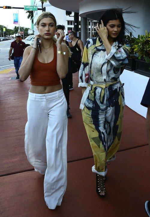 Photos : Kylie Jenner : pas fan du bébé de Kim, elle lui préfère Hailey Baldwin !