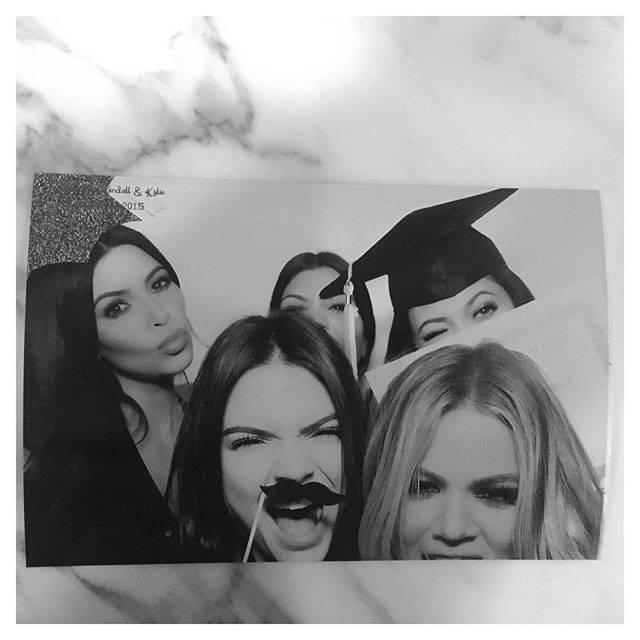 Soirée pour célébrer le diplome de Kylie et Kendall Jenner le 23 juillet 2015