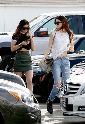 Kylie et Kendall Jenner à Los Angeles le 18 décembre 2013