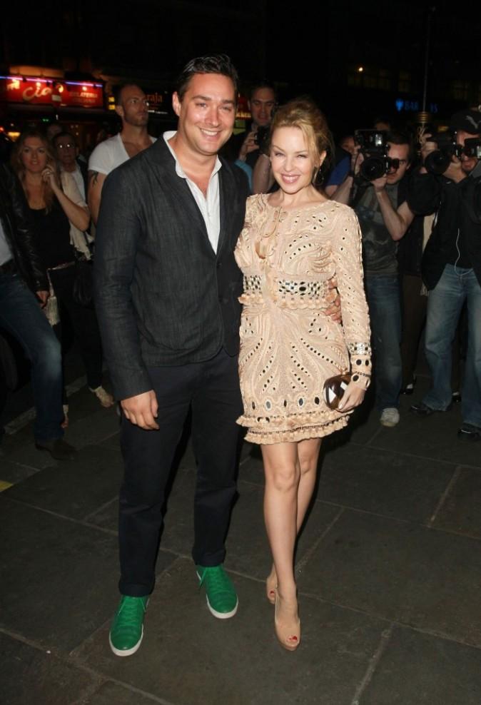 Kylie Minogue et William Baker lors de la première de The Hurly Burly Show à Londres, le 6 avril 2011.