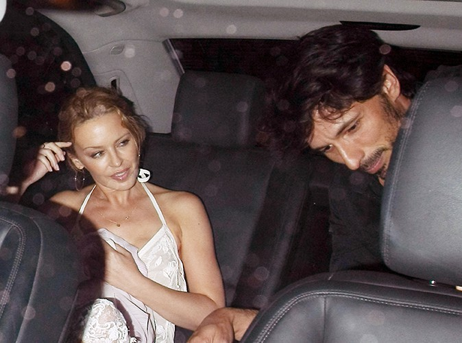 Kylie Minogue et son chéri à Londres le 2 août 2013