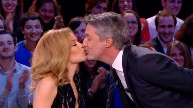 Kylie Minogue et son french kiss avec Antoine de Caunes