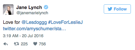 Jane Lynch soutient Leslie Jones sur Twitter