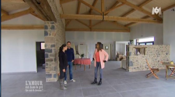 Sophie et Matthieu accueille Karine dans leur future ferme-auberge