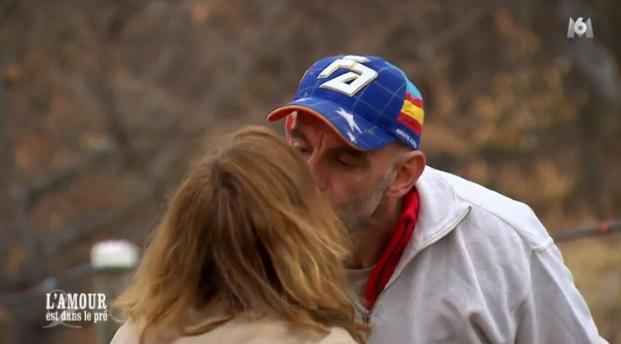 Monique et Jean-Marc, premier baiser devant la caméra !