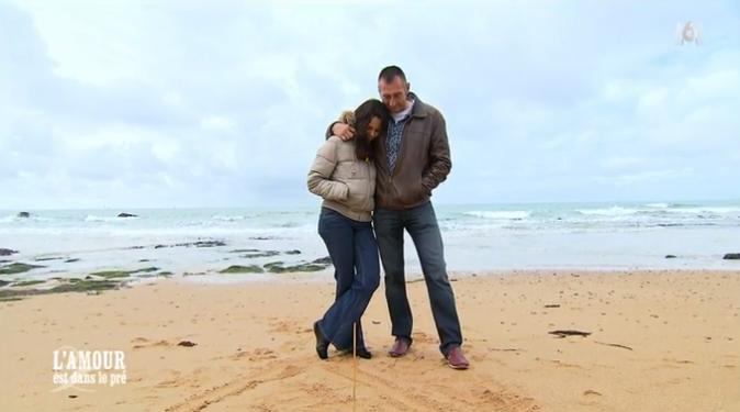 Dernier calin sur la plage pour Bruno et Laetitia !