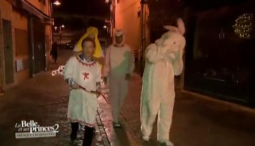 Les prétendants et leurs costumes !