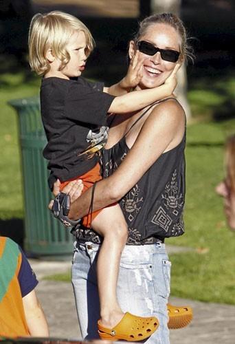 Mère porteuse : un deuxième fils pour Sharon Stone