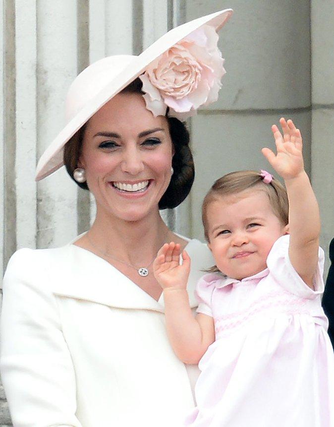 Photos : La princesse Charlotte et le prince George : Adorables, au balcon du palais de Buckingham Place !