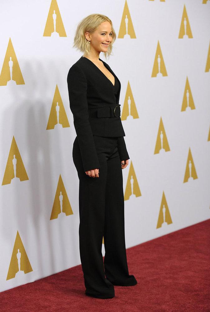 Photos : Jennifer Lawrence en smoking boyish, Lady Gaga en robe de gala : duel aux pré-Oscars