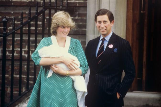 La princesse Diana et le prince Charles à la sortie de la maternité, il y a trente et un an, le 22 juin 1982.