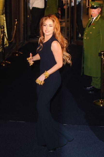 Lady Gaga arrivant chez Harrods pour le lancement de son parfum Fame à Londres, le 7 octobre 2012.