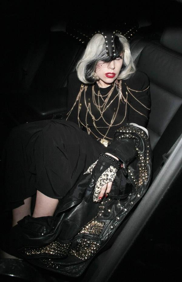 Lady Gaga, apeurée par ses fans, et complètement hagarde !