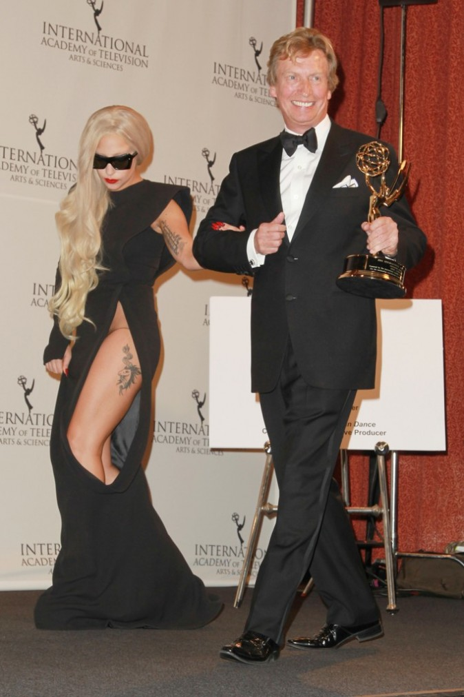 Lady Gaga et Nigel Lythgoe lors de la soirée International Emmy Awards à New York, le 21 novembre 2011.