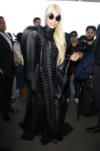 Lady Gaga à l'aéroport de Los Angeles, le 25 novembre 2013.