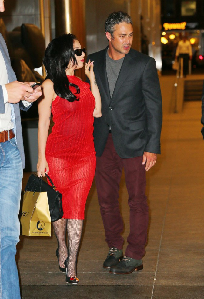 Photos : Lady Gaga : diner en amoureux et mariage imminent !