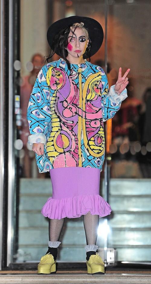 Photos : Lady Gaga : elle continue son trip arty et se prend pour un Picasso !