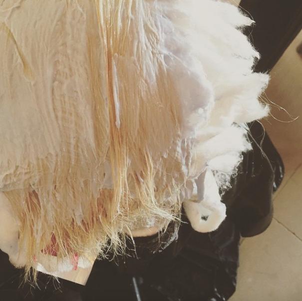 Lady Gaga : elle vous fait suivre sa décoloration pas à pas !