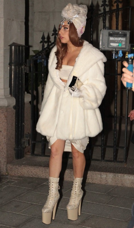Lady Gaga arrive à Stockholm