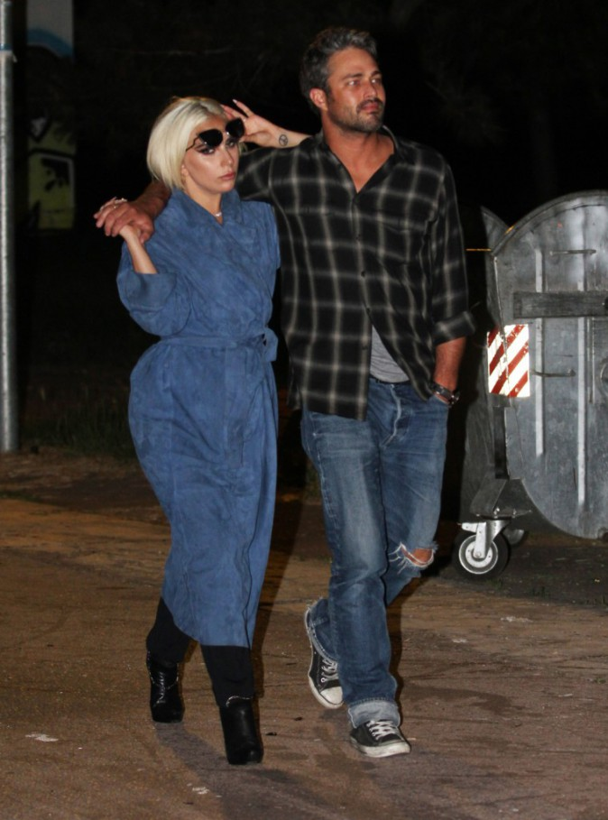Photos : Lady Gaga retrouve son extravagance dans les bras de Taylor Kinney !