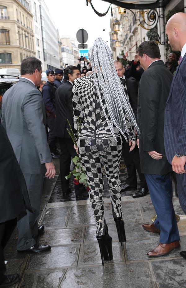 Lady Gaga à la sortie du Bristol, à Paris, le 20 janvier 2014