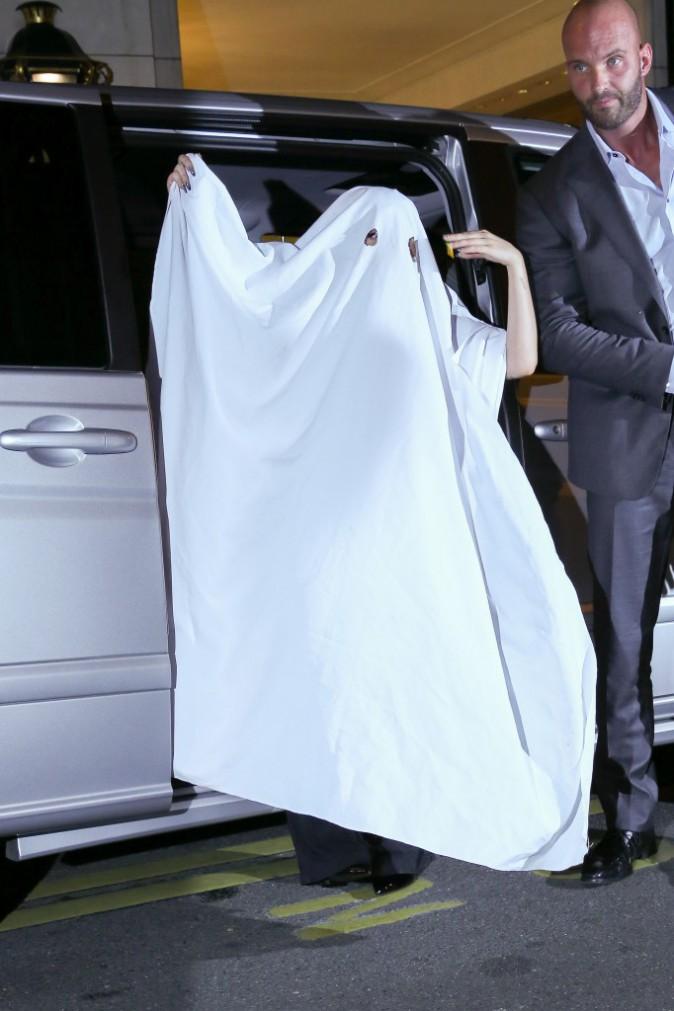 Photos : Lady Gaga : une nappe et le tour est joué !
