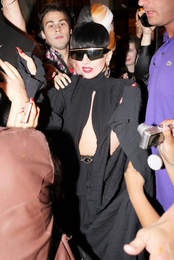 Ses fans ont toujours le droit à une vue imprenable sur sa poitrine !