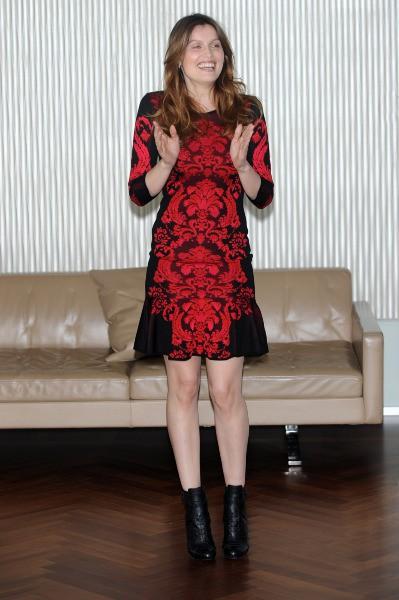 """Laetitia Casta lors du photocall du film """"Una donna per amica"""" à Milan, le 25 février 2014."""