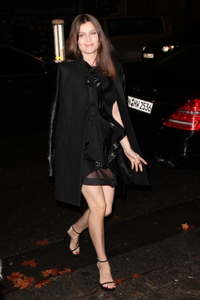 Laetitia Casta se rendant au défilé Givenchy à Paris, le 4 mars 2012.