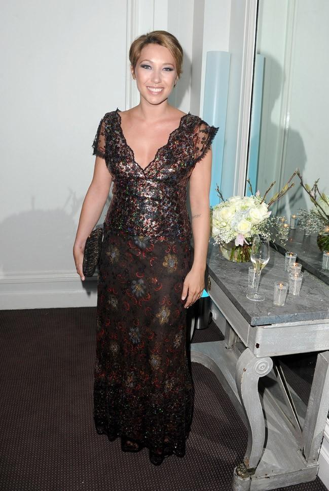 Laura Smet, superbe dans sa robe de soirée...qu'elle n'aurait pas dû enlever !