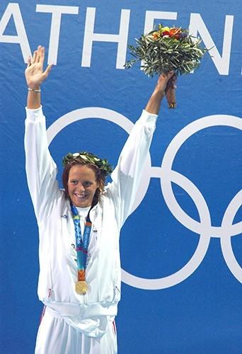 Jeux Olympiques d'Athènes en 2004 : elle remporte la médaille d'or !