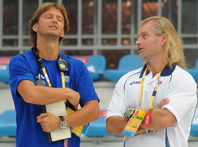 Son entraîneur Lionel Horten et son ex-entraîneur Philippe Lucas aux JO de Pékin en 2008.